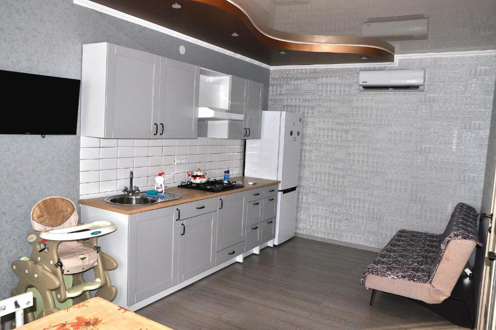 A kitchen or kitchenette at Апартаменты Фета
