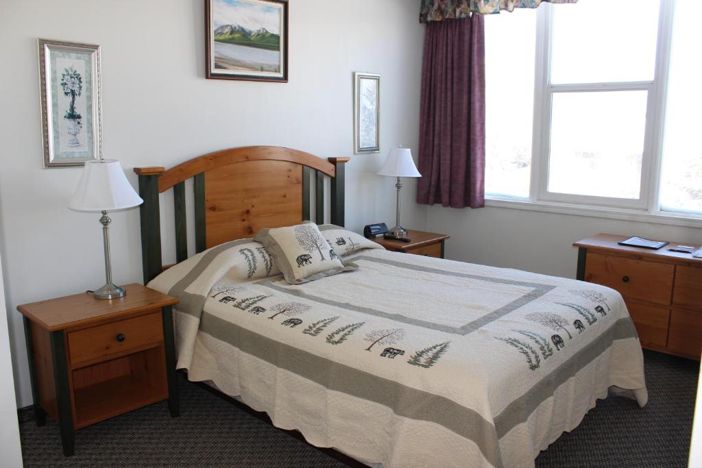 A bed or beds in a room at Filia Inn