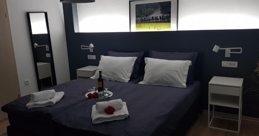 A bed or beds in a room at Apartman Relax
