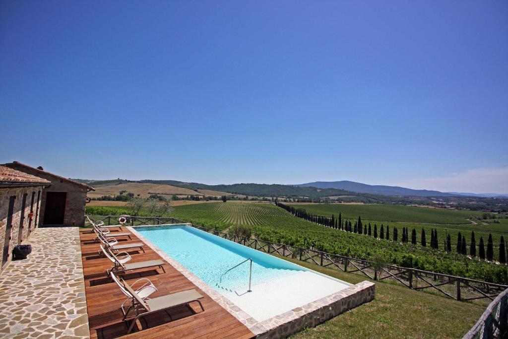 The swimming pool at or near Agriturismo Casale Dello Sparviero