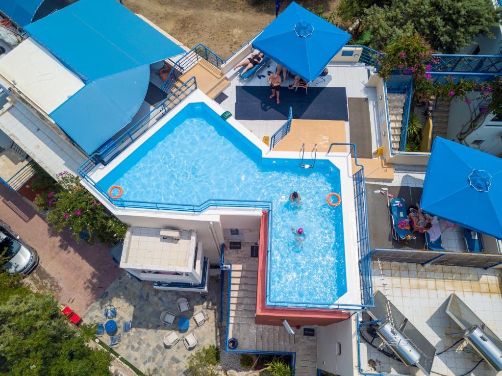 Θέα της πισίνας από το Διαμερίσματα Ηλιότοπος ή από εκεί κοντά