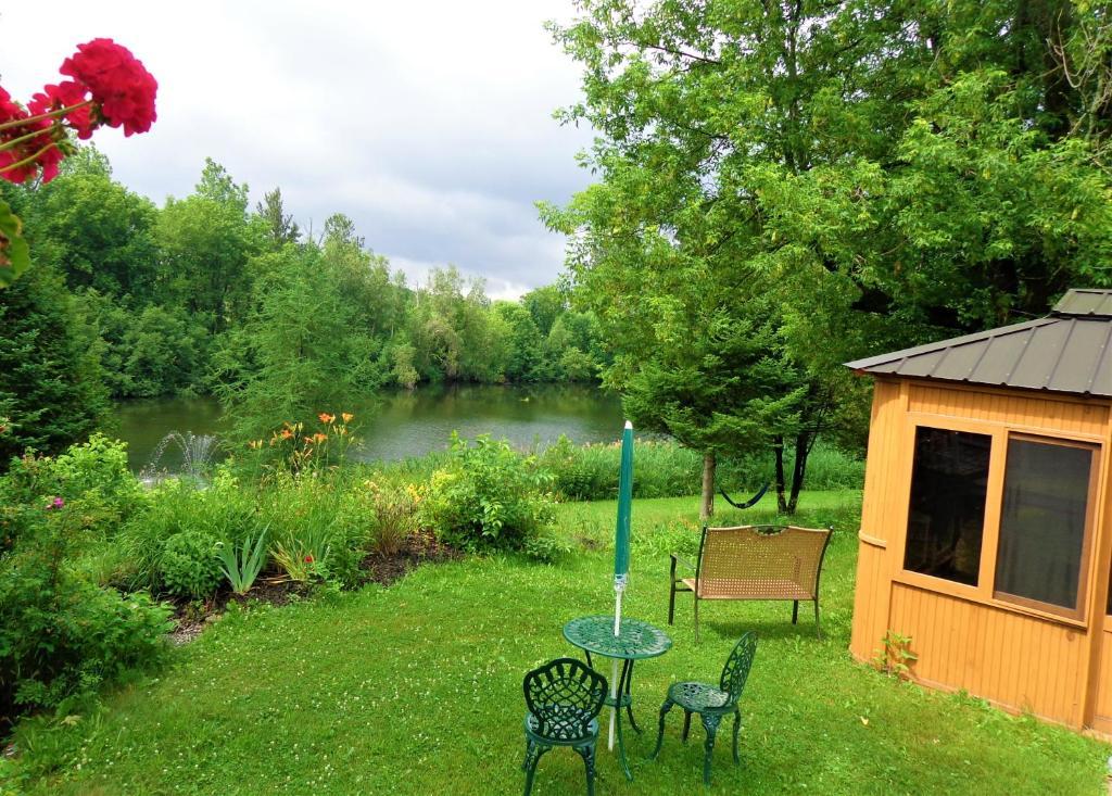 Jardin de l'établissement Motel des Deux Lacs