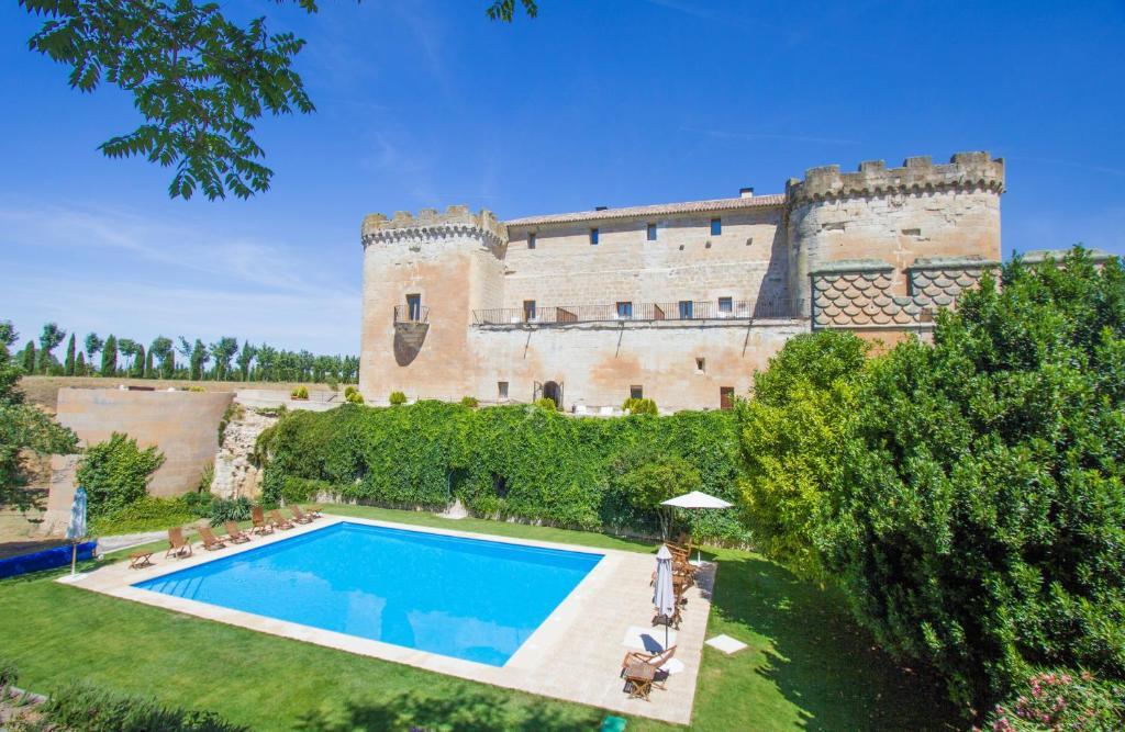 The swimming pool at or near Posada Real Castillo del Buen Amor