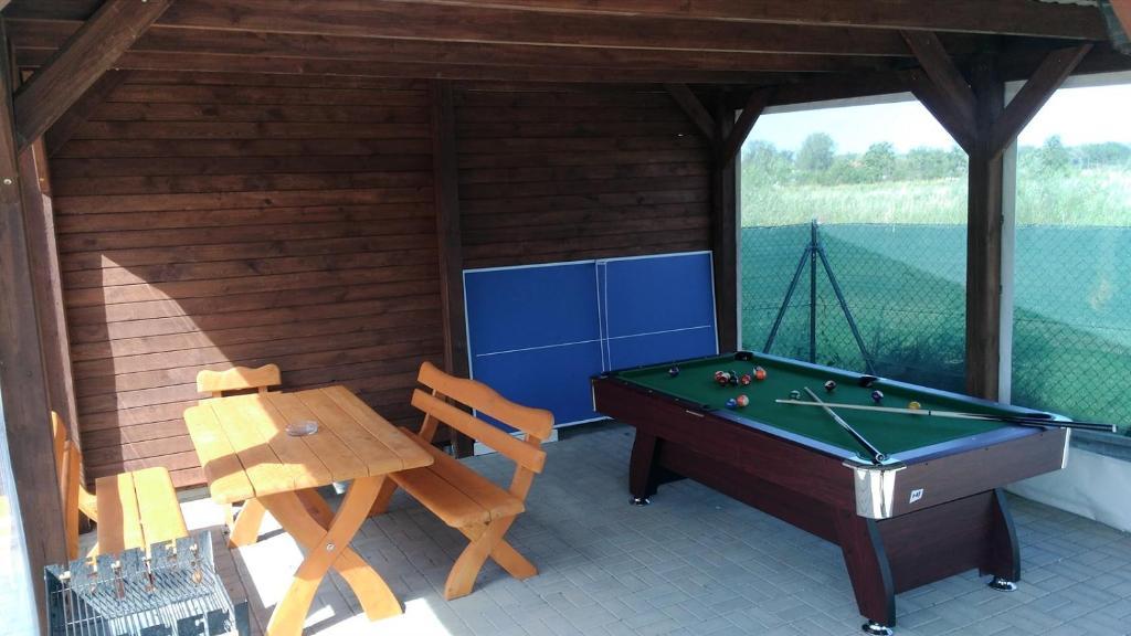 Stół bilardowy w obiekcie Villa Over Lake