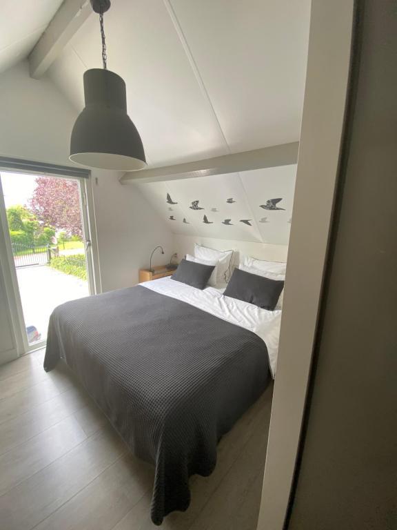 A bed or beds in a room at Aan de Vecht