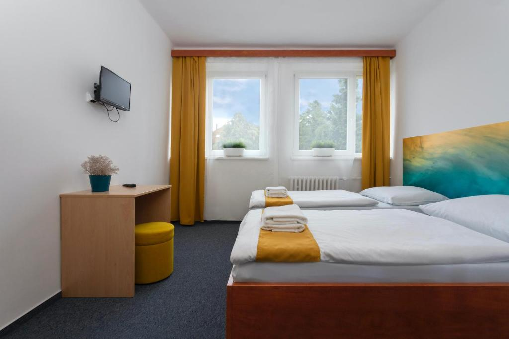 A bed or beds in a room at Atlas Hotel Garni