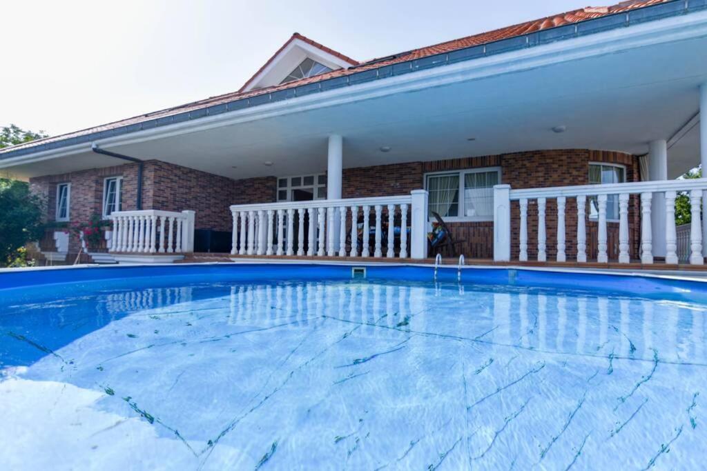¡Nuevo! Amplio chalet con jardín y piscina en Liencres