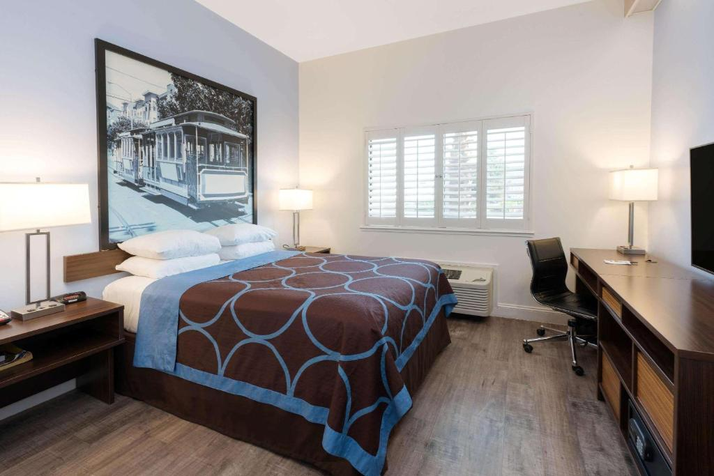A bed or beds in a room at Super 8 by Wyndham San Bruno /SF Intl Arpt West