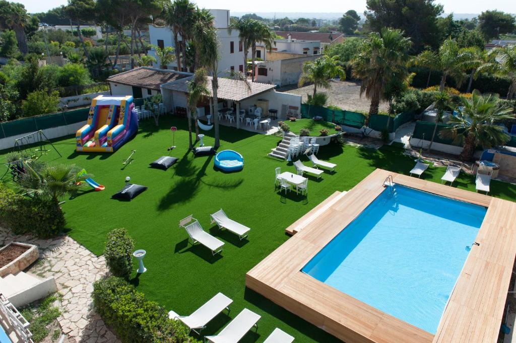 A view of the pool at Relais Lo Stagnone or nearby