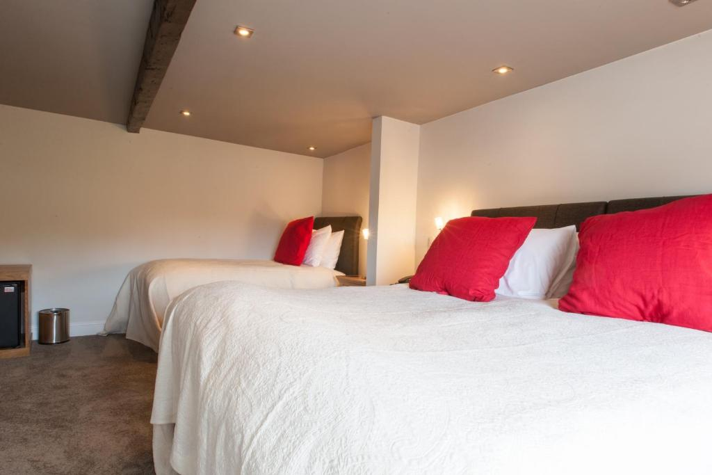A bed or beds in a room at The Inn at Brough