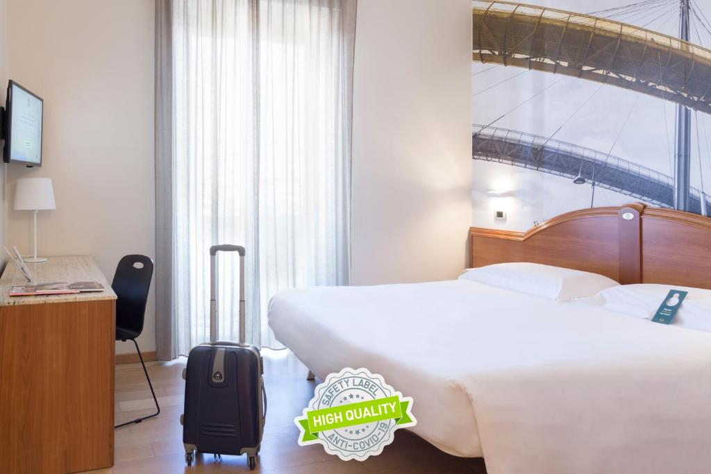 A bed or beds in a room at B&B Hotel Pescara
