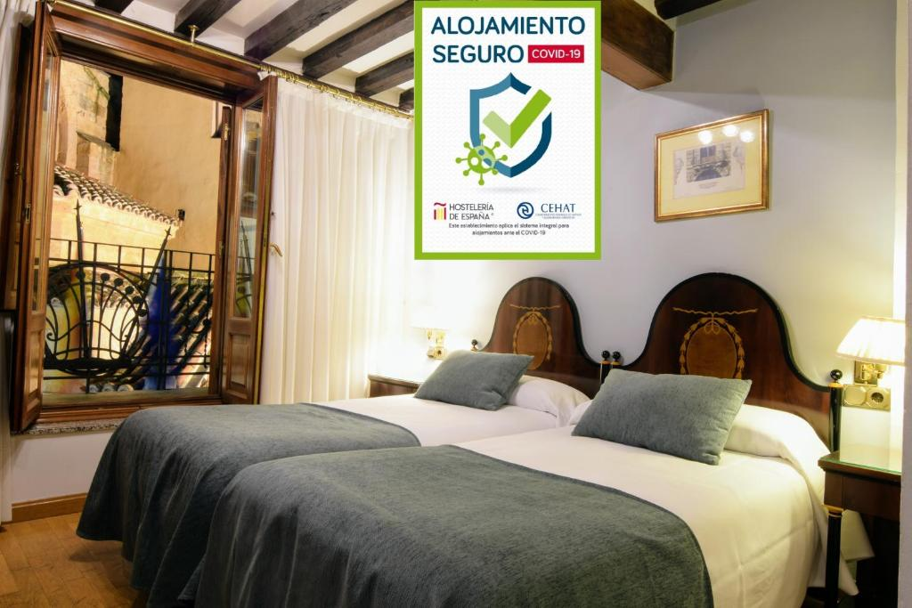 A bed or beds in a room at Hostal Plaza Mayor