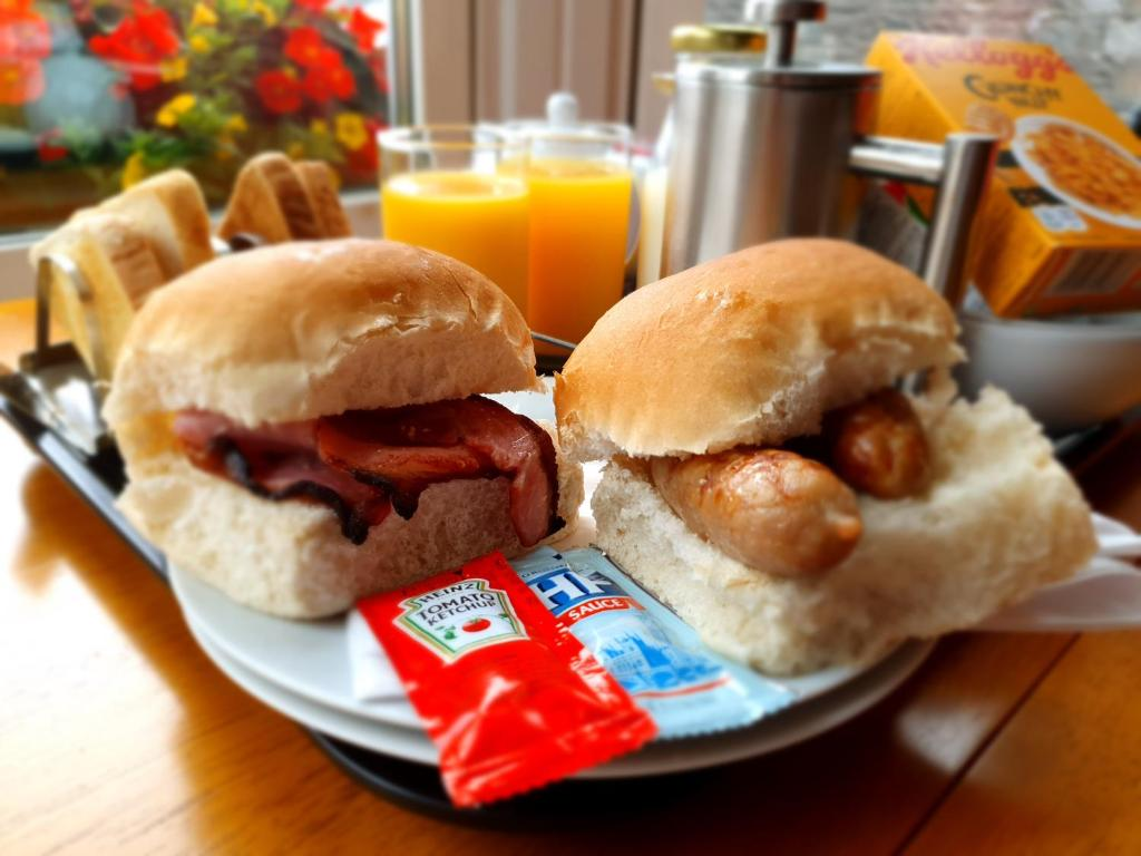 Breakfast options available to guests at Knap Guest House