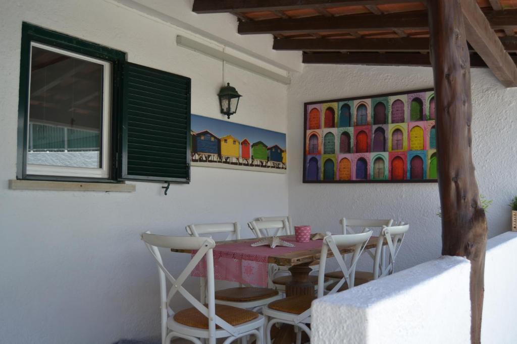 Um restaurante ou outro lugar para comer em Petunia - Guest House