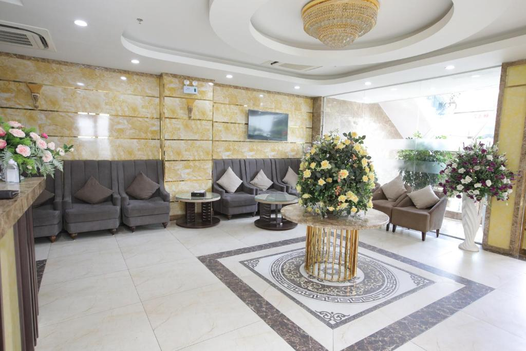 The lobby or reception area at Royal Huy Hotel Tam Dao