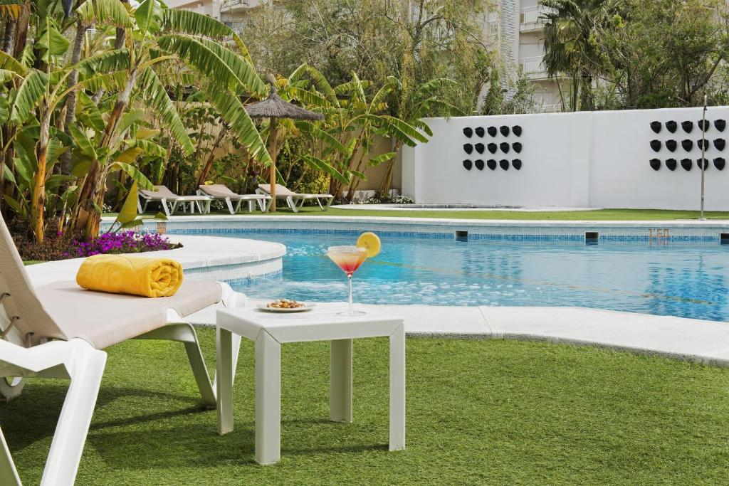 The swimming pool at or near Elba Motril Beach & Business Hotel