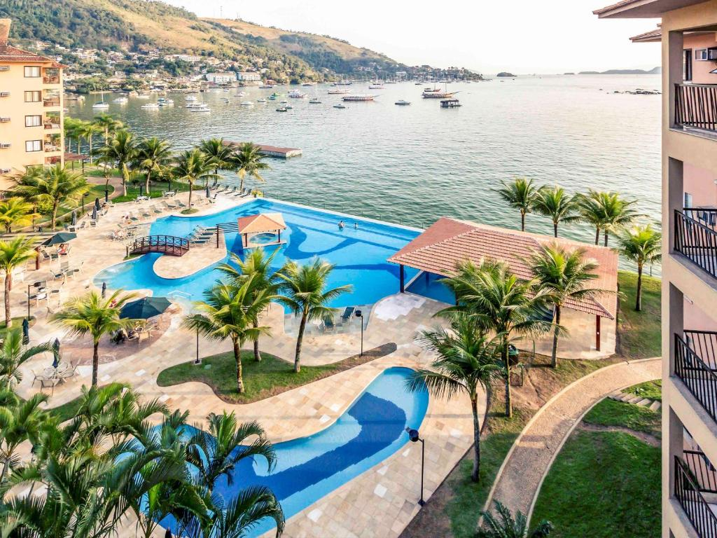 A view of the pool at Mercure Angra dos Reis or nearby