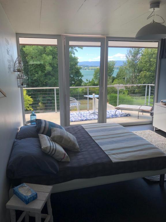Ein Bett oder Betten in einem Zimmer der Unterkunft Morat Gaste Zimmer