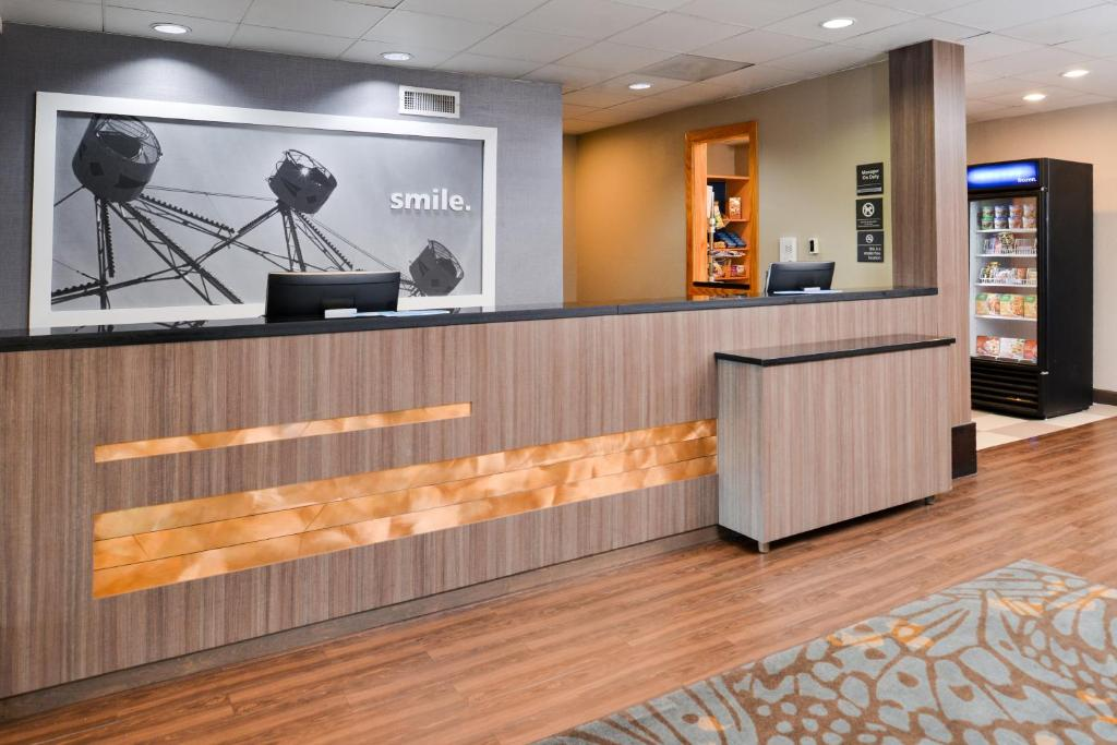 The lobby or reception area at Hampton Inn Closest to Universal Orlando