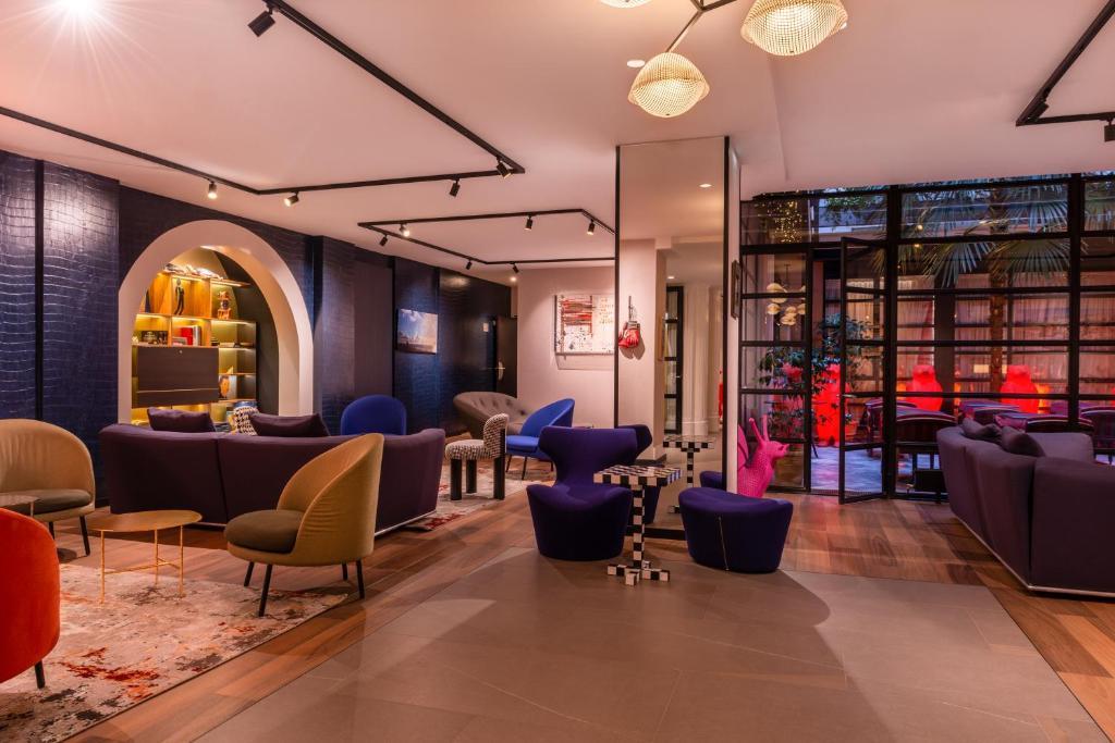 O lounge ou bar de Golden Tulip Opera de Noailles