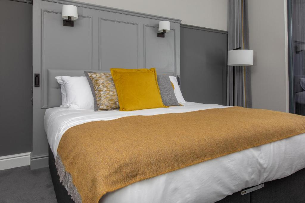 A bed or beds in a room at Marmalade