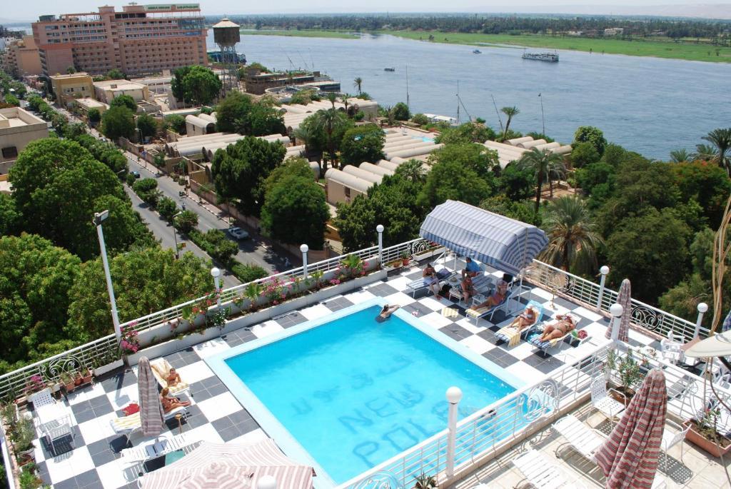 منظر المسبح في فندق نيو بولا  او بالجوار