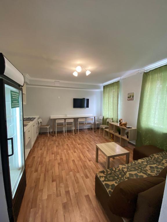 Hostels In Shirokaya Balka