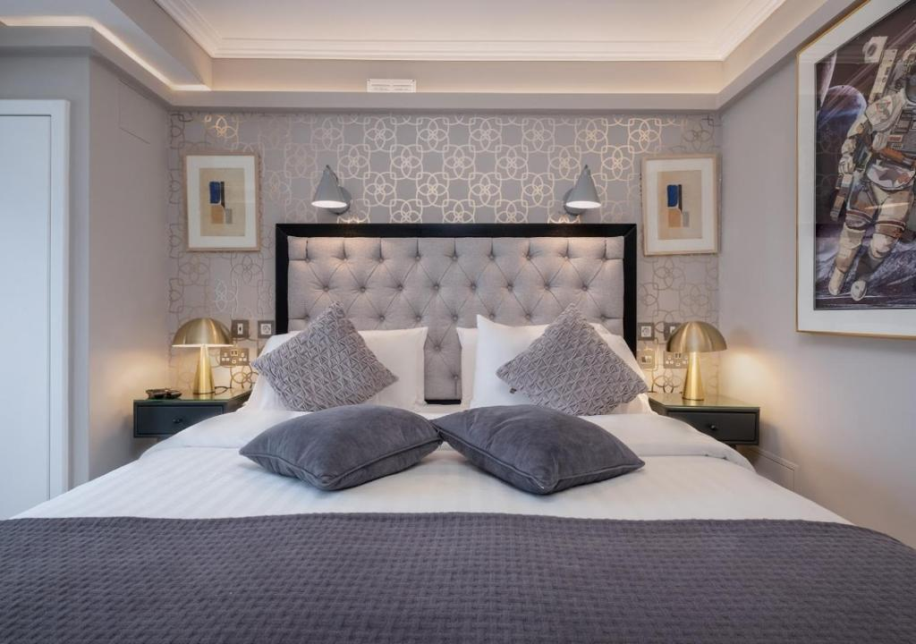 A bed or beds in a room at Roxford Lodge Hotel