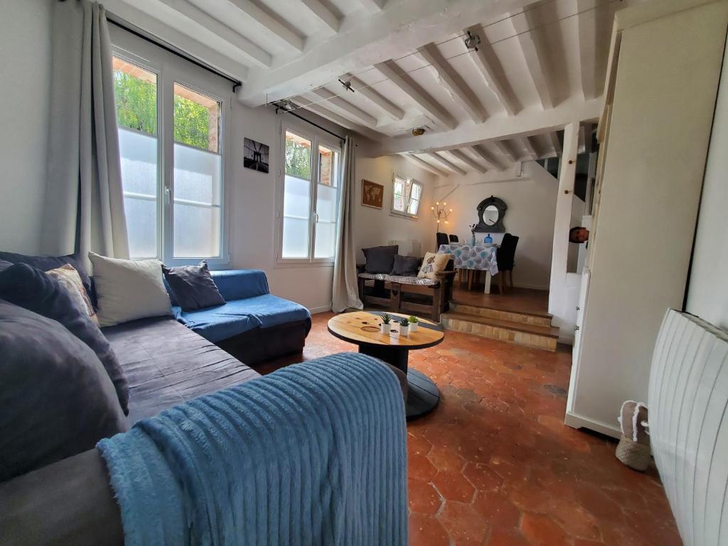 A seating area at Chez le Petit Peintre
