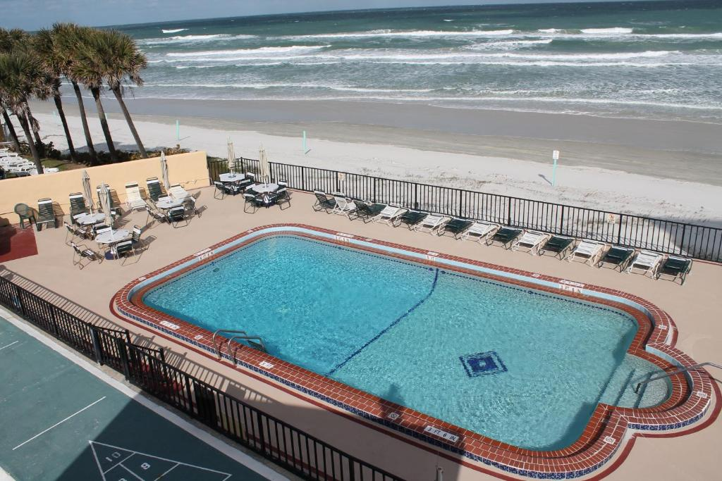 A view of the pool at Grand Prix Motel Beach Front or nearby