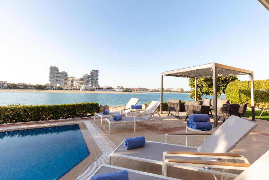 The swimming pool at or near Stella Stays Palm Jumeirah Exceptional Beach Villa & Private Pool