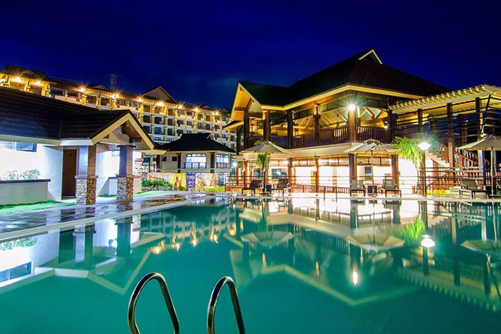 ✪ Downtown CDO ✪ Perfect Location ✪ Pool • Gym 2BR