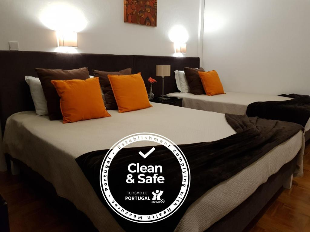 A bed or beds in a room at Alojamento Ar e Sol