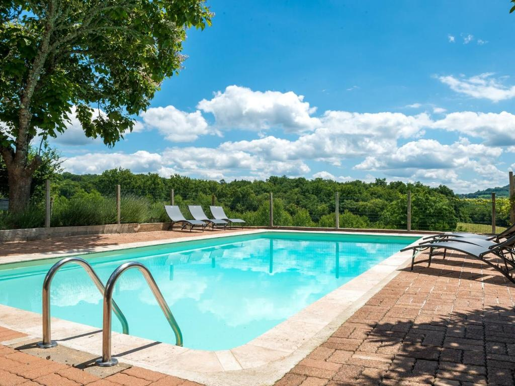 The swimming pool at or near Beautiful Holiday Home in Teillots France with Swimming Pool