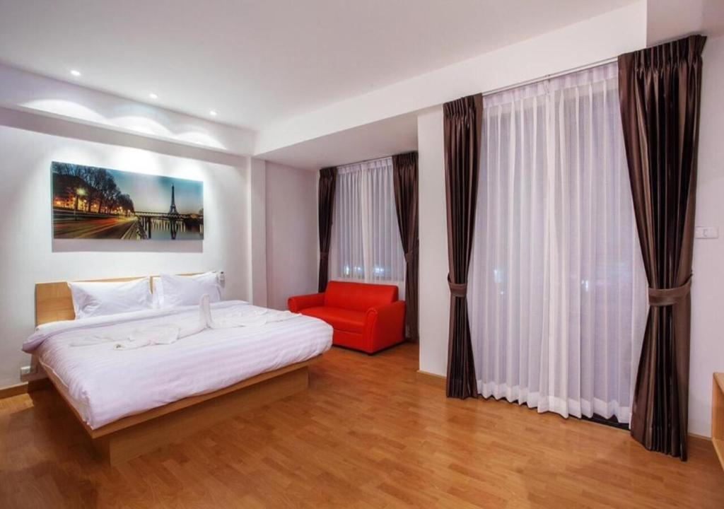 A bed or beds in a room at Buk Inn Hotel Kamala Beach