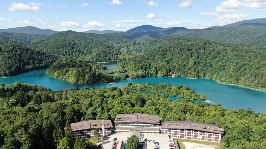 A bird's-eye view of Hotel Jezero