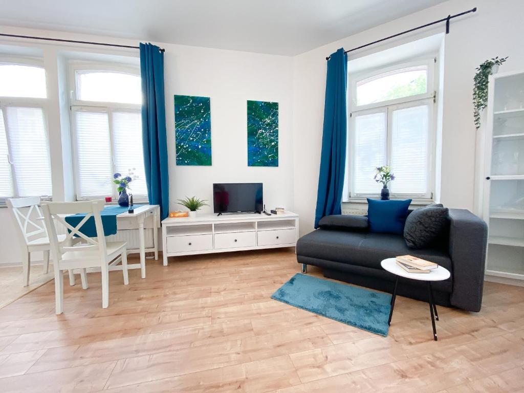 Ein Sitzbereich in der Unterkunft Wunderschöne Wohnung direkt auf der Karl-Heine-Straße