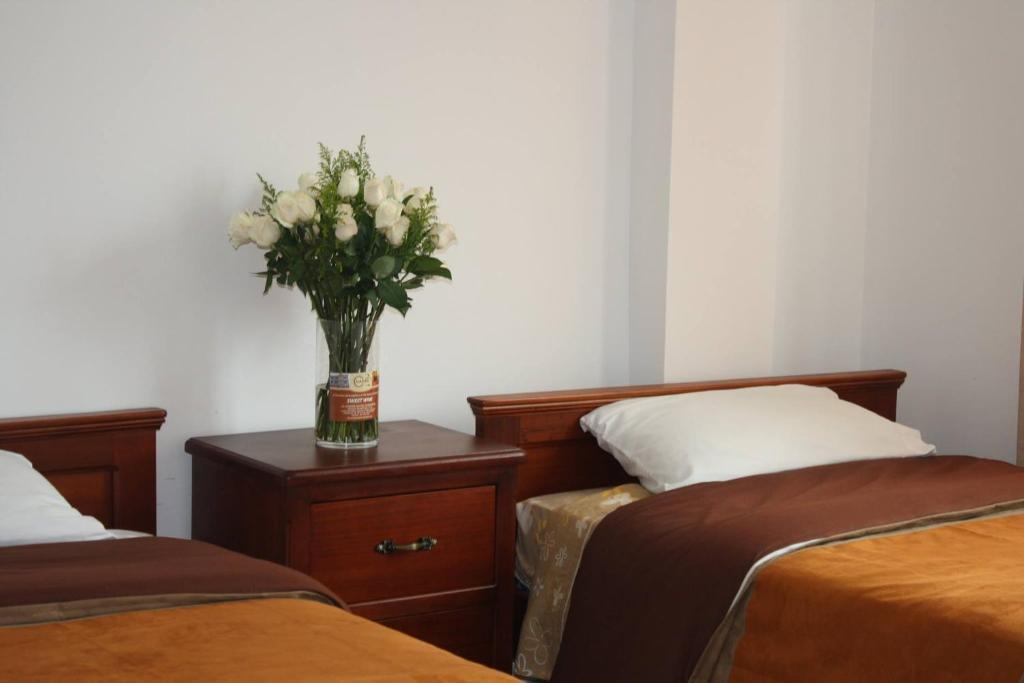 A bed or beds in a room at La Cuadra Hotel