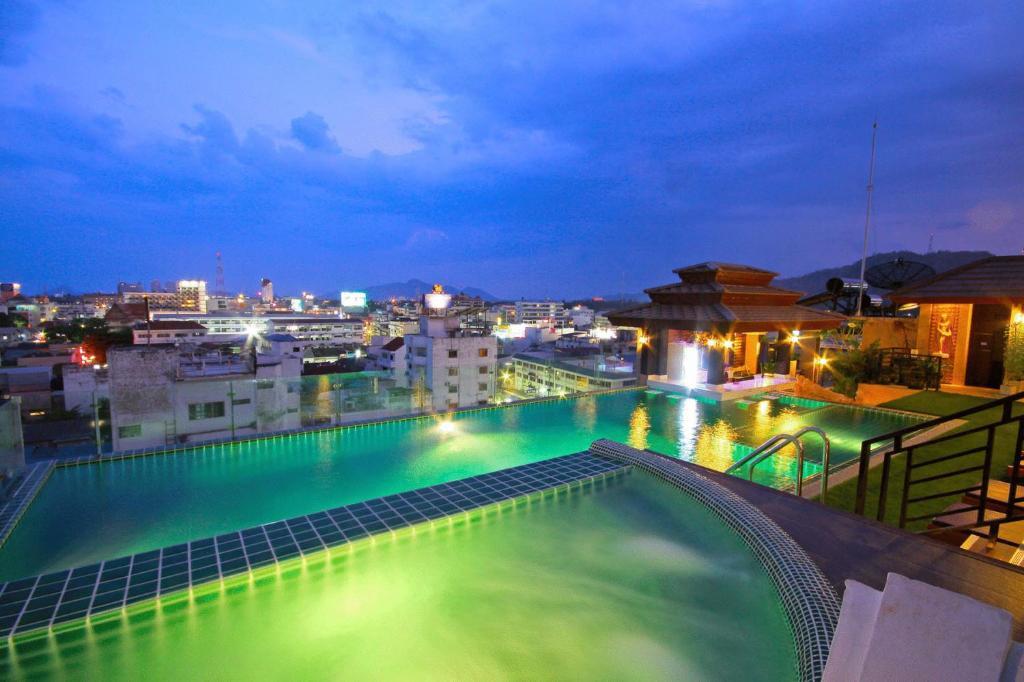 The swimming pool at or close to Chalelarn Hotel Hua Hin