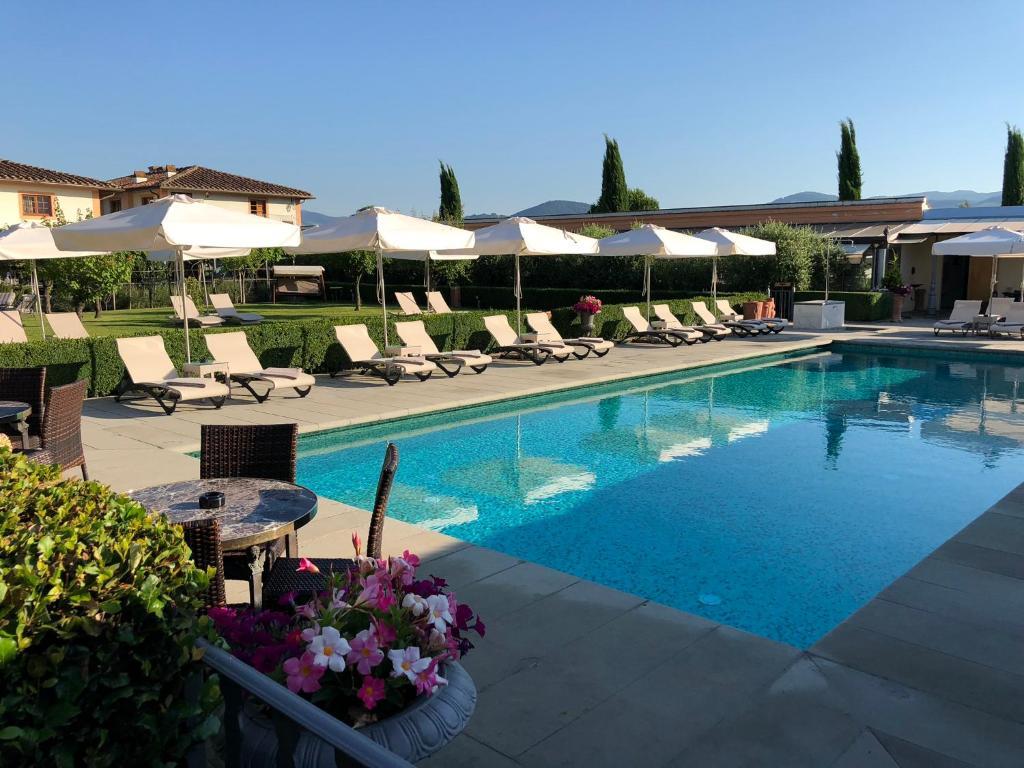 The swimming pool at or near Villa Olmi Firenze