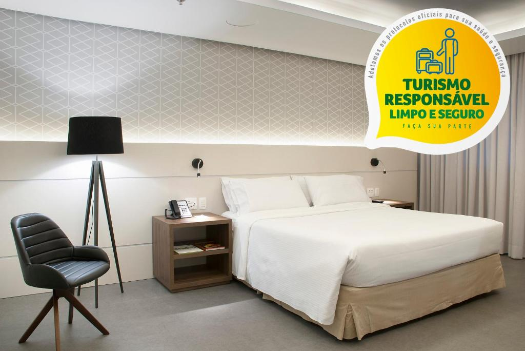 A bed or beds in a room at Holiday Inn Porto Alegre - Avenida Carlos Gomes