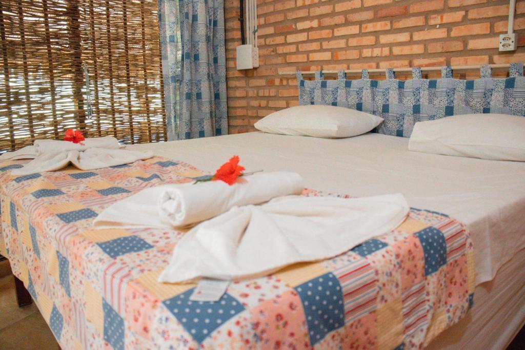 Cama ou camas em um quarto em Pousada Ocas do Índio