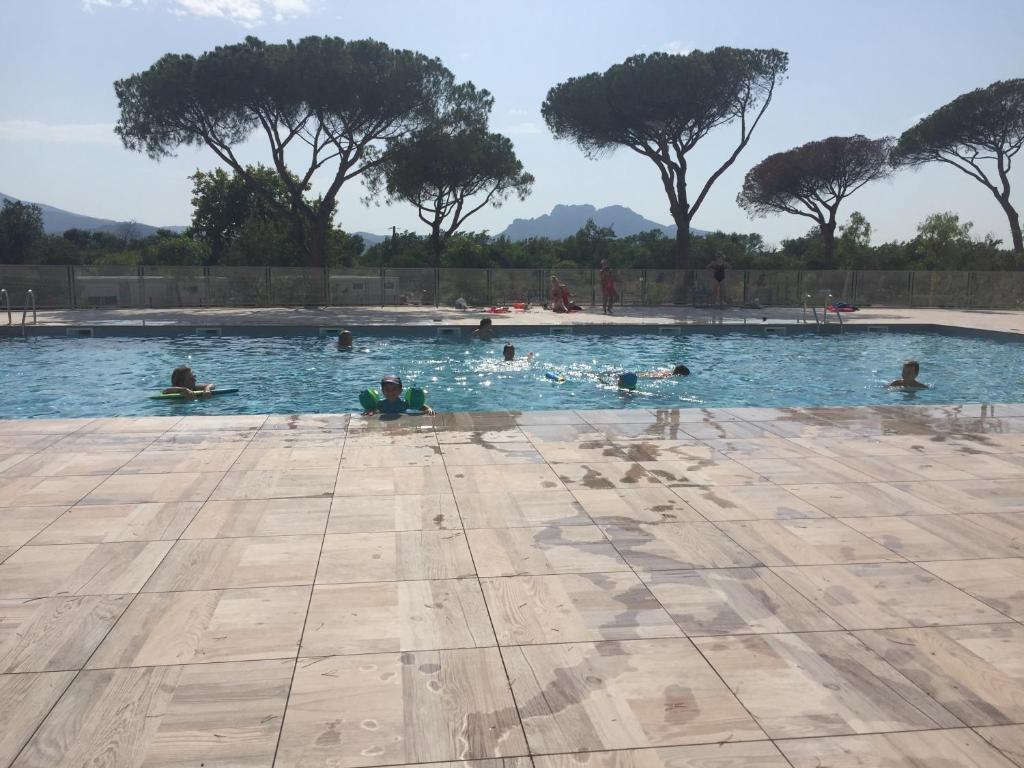 Appartement neuf moderne avec piscine