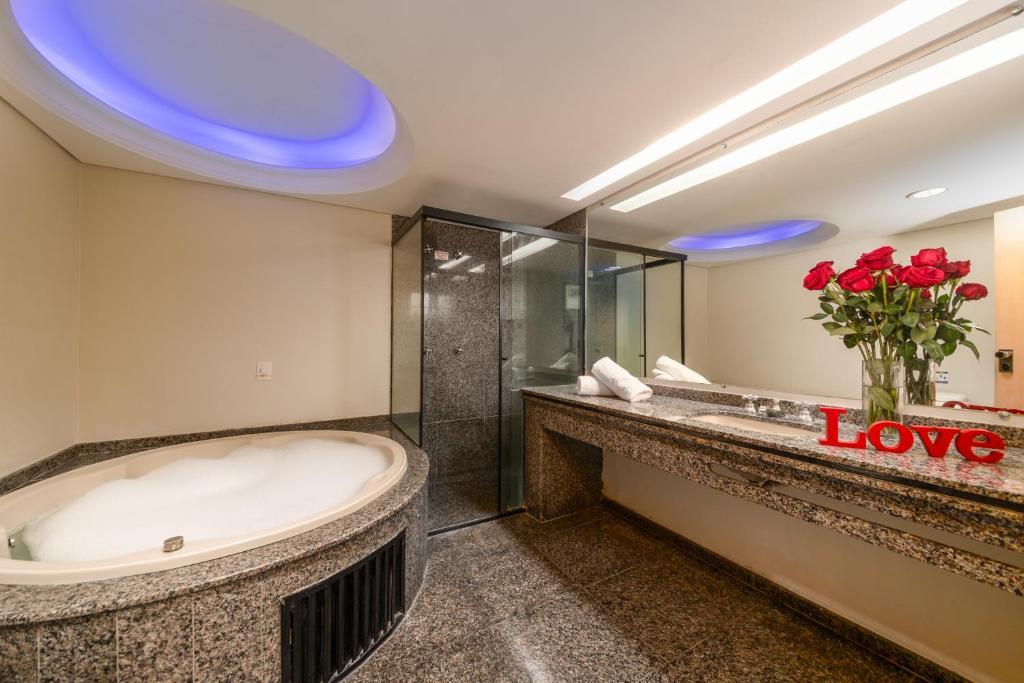 A bathroom at Rede Andrade Vernon