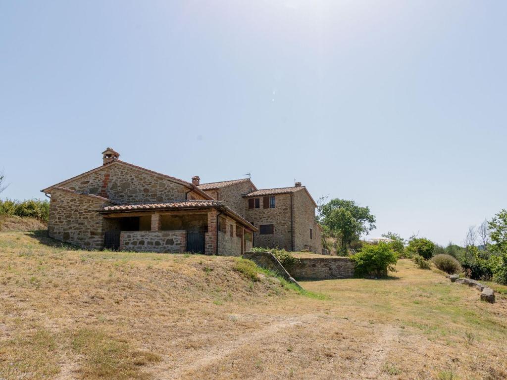 Rustic Holiday Home in Piegaro near Tavernelle Aquatic Park