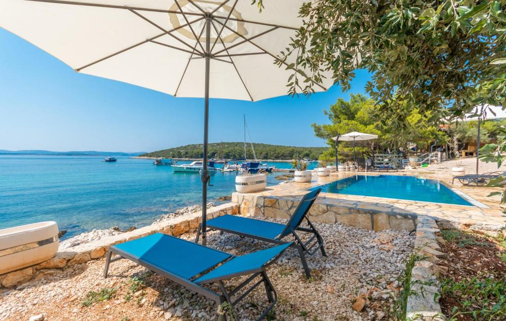 Luxury bungalows with pool Dream of Kornati