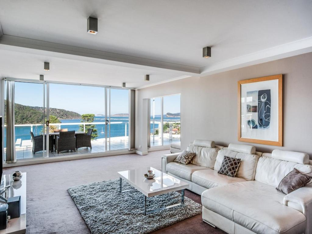 A seating area at Penthouse 707 - 4 Bedroom Oceanview Penthouse