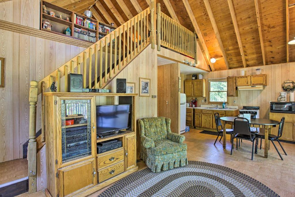 Cabin on 5 Private Acres with Grill and Gazebo!