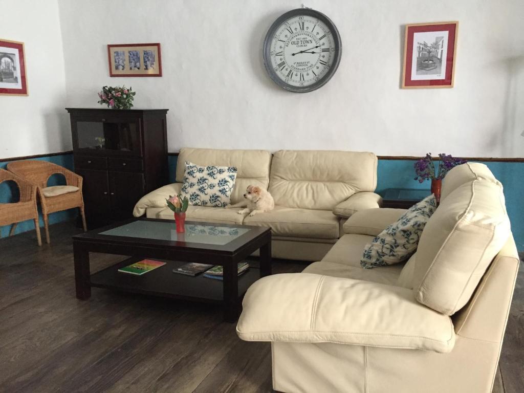 A seating area at Pension La Cubana