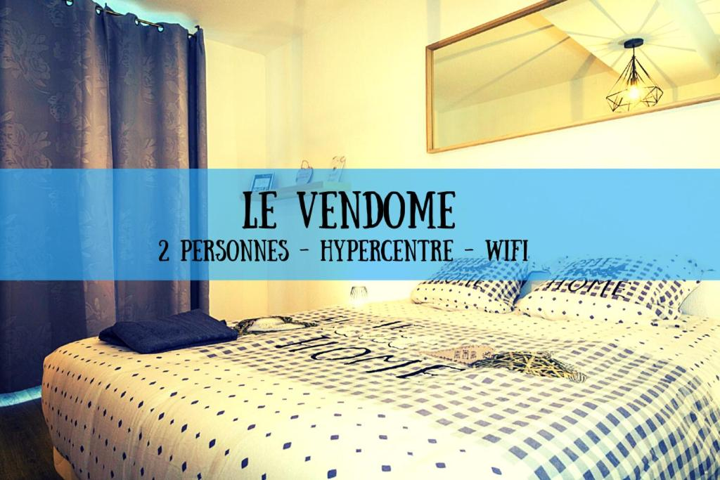A bed or beds in a room at Le Vendôme Superdole